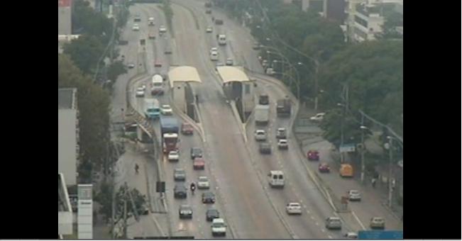 Ao vivo trânsito de Porto Alegre - imagens Av Carlos Gomes