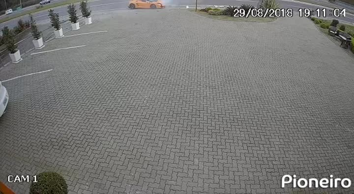 Lamborghini de R$ 738 mil se envolve em acidente em Gramado