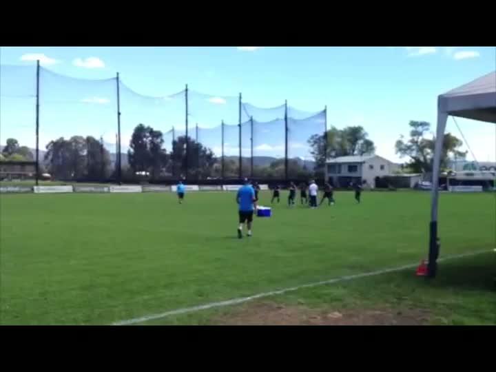Após jogo-treino, jogadores de Grêmio e Equidad fazem confraternização. 12/05/2013