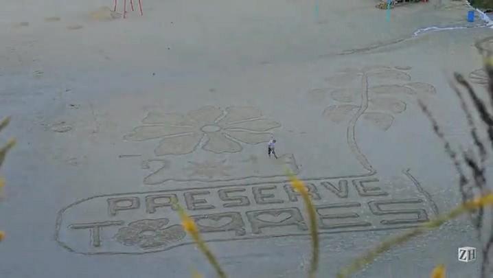 Conheça o desenhista das areias de Torres