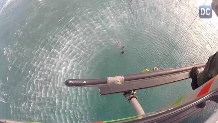 Bombeiros resgatam surfista em praia no Morro das Pedras