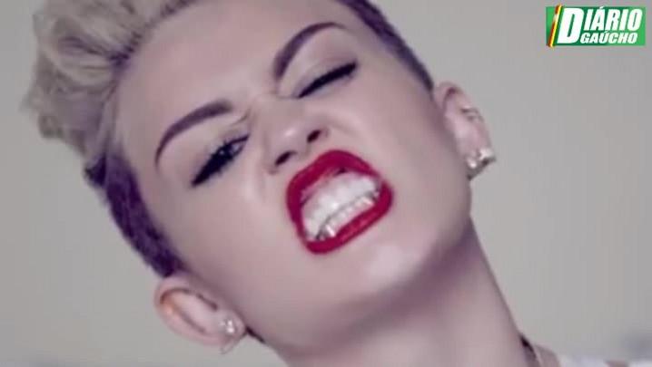 Onde ela vai parar? Estrelinha de Hollywood, Miley Cyrus perde a linha... e a vergonha!