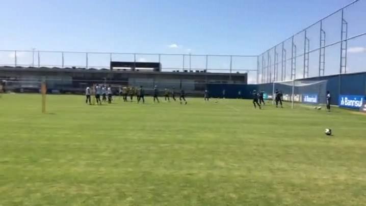 Grêmio faz trabalho de bola parada