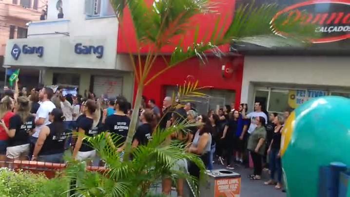 Protesto contra o governo fecha as lojas do Centro em Santa Maria