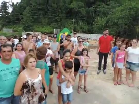 Moradores do bairro Progresso cobram entrega da Ponte Preta, em obras desde o ano passado