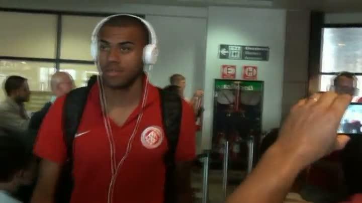 Veja como foi o desembarque do Inter em Porto Alegre após vitória contra o Vasco