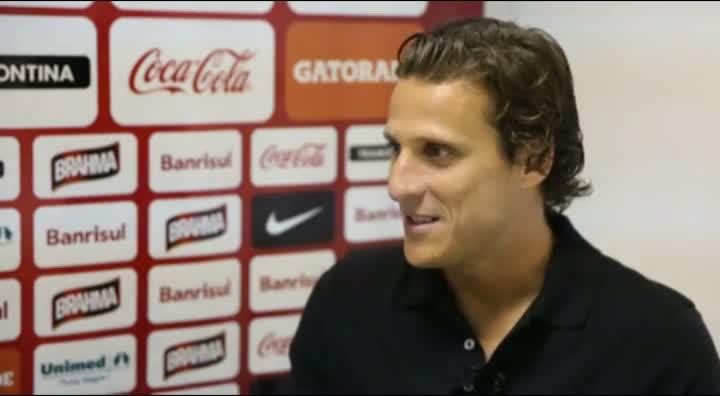 O Forlán dos gols fáceis e de Porto Alegre