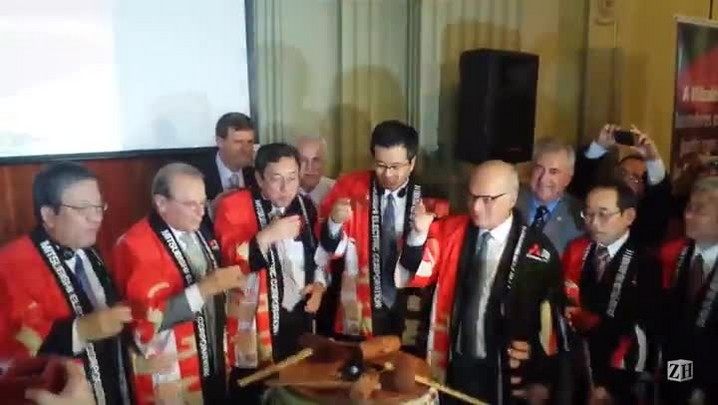Cerimônia de anúncio de investimento da Mitsubishi no Estado termina com brinde de saquê
