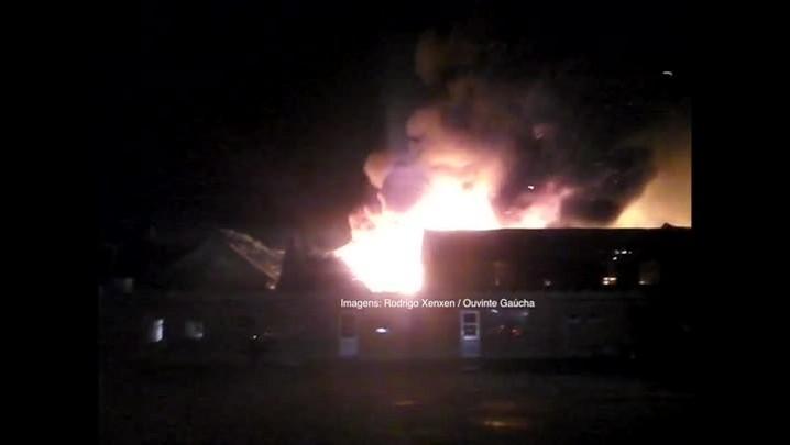 Ouvinte registra incêndio na zona norte de Porto Alegre - 25/02/2014