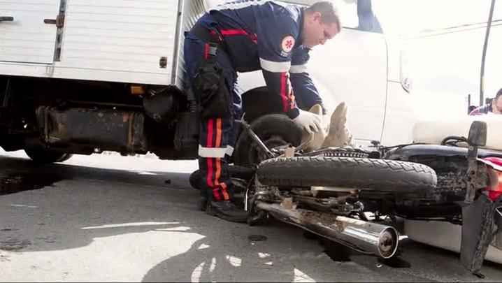 Motociclista fica ferido em acidente na zona Sul de Joinville