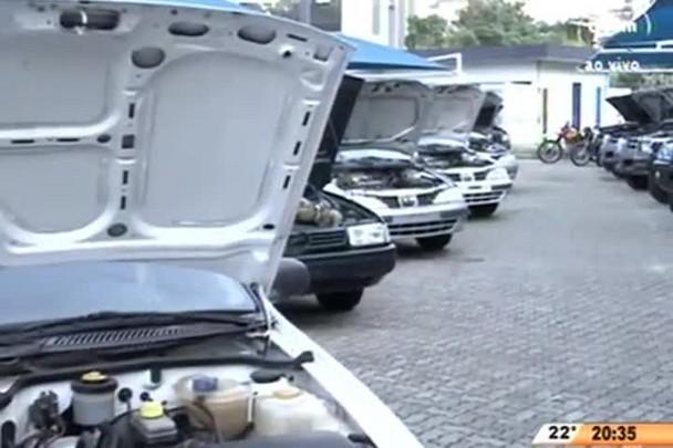 TVCOM 20 Horas - Polícia Federal promove leilão de veículos oficiais em Florianópolis - 22.06.15