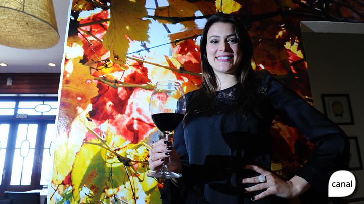 Rainha da Fenavindima dá dicas sobre degustação de vinhos