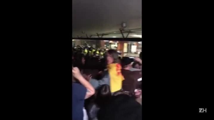 Manifestantes e Brigada Militar entram em confronto na Assembleia