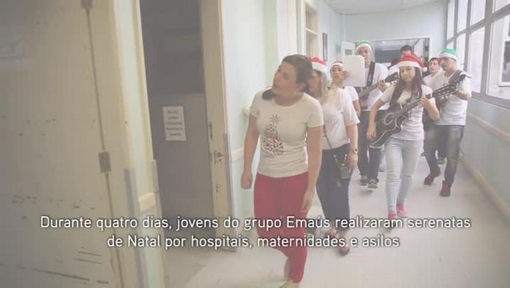Jovens fazem serenata no Hospital Infantil Joana de Gusmão - Florianópolis
