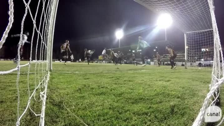 Ramon faz o gol de empate do Caxias diante do Brasil-Fa aos 45 minutos do segundo tempo