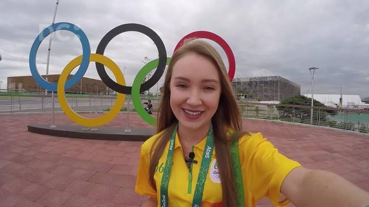 Fernanda Mueller, voluntária das Olimpíadas, mostra o clima no Parque Olímpico antes da abertura oficial