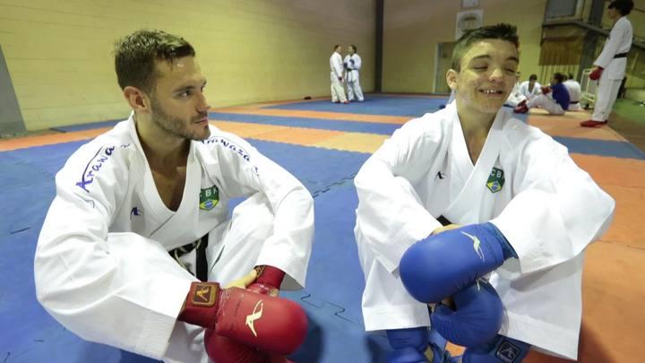 Carateca de Biguaçu treina com o ídolo Douglas Brose