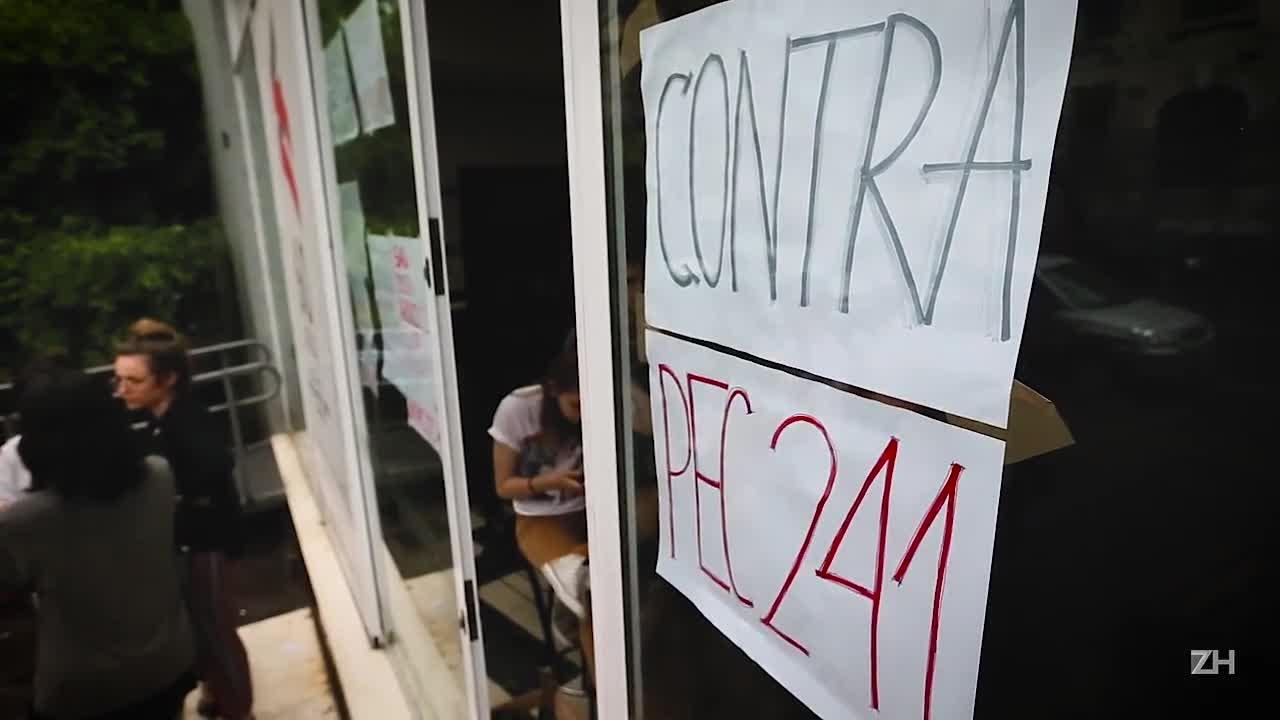 Estudantes ocupam prédios da UFRGS