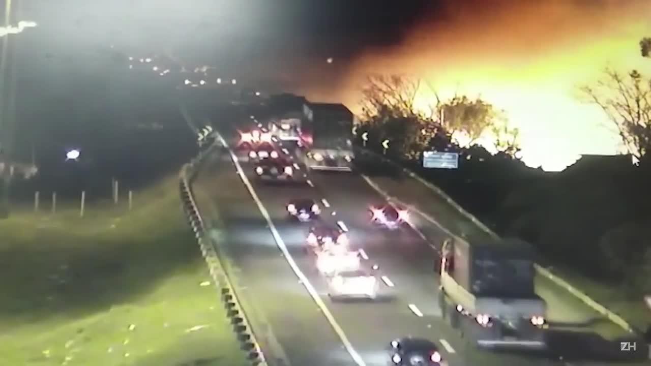 Incêndio atinge residências na Ilha do Pavão