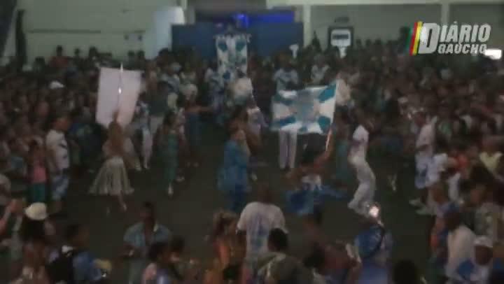 Bambas da Orgia fez puro samba no feriado de Navegantes