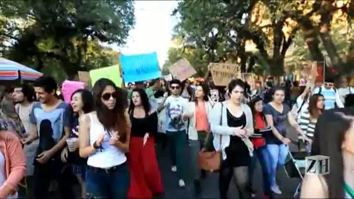 Marcha das Vadias pede fim da violência contra mulheres