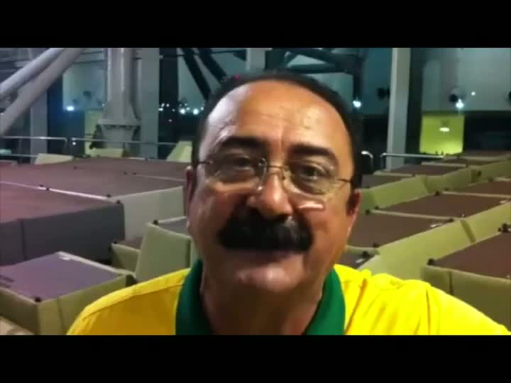 Torcida comenta vitória do Brasil contra o México. 19/06/2013