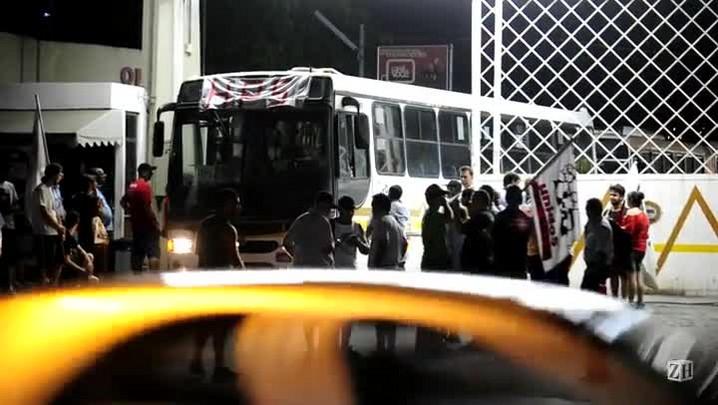 Somente os ônibus que buscam funcionários de hospitais deixaram a garagem