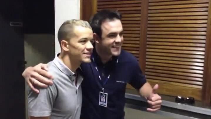Bastidores: D\'Alessandro visita a Rádio Gaúcha e agita a redação