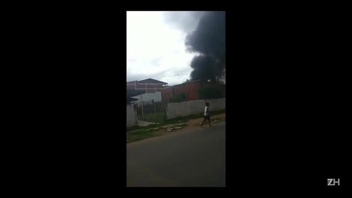 Ônibus pega fogo em Alvorada