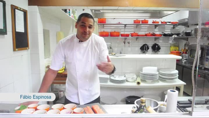 Confira a receita de rollmops de salmão com palmito
