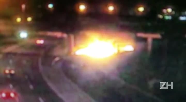 Caminhão pega fogo na Rodovia do Parque