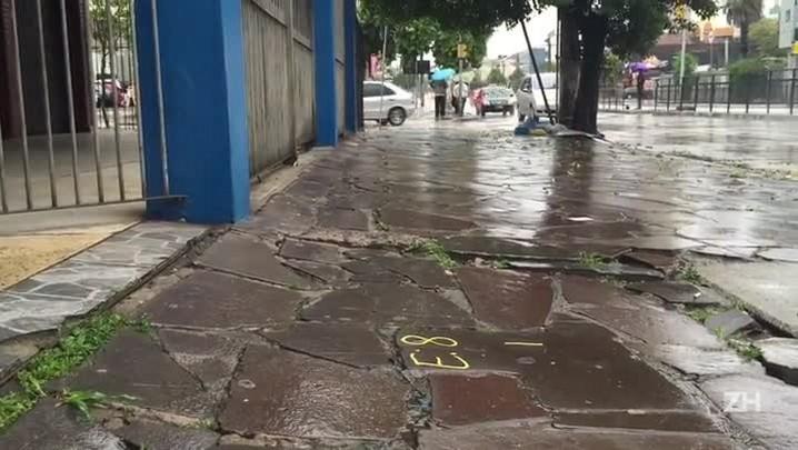 Inscrições nas calçadas chamam atenção de pedestres na Capital