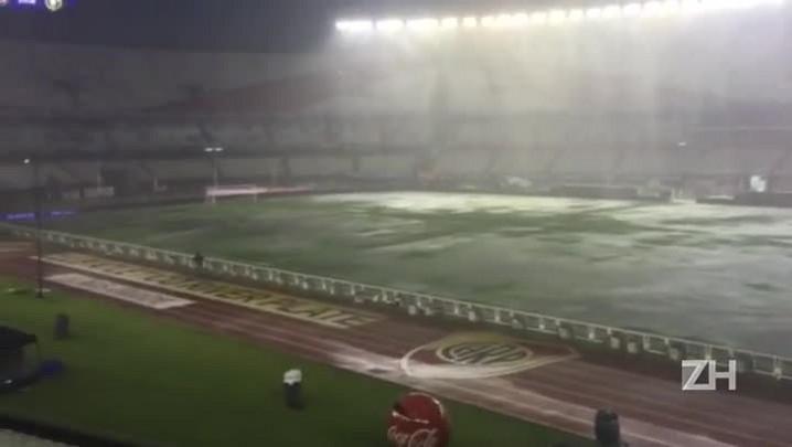 Chuva no Monumental de Nu?ez antes de Argentina x Brasil