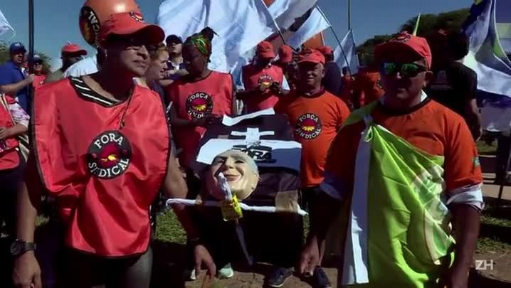Milhares protestam em Brasília