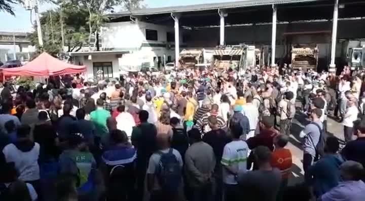 Servidores da Comcap decidem manter a greve em Florianópolis