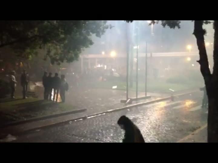 Manifestantes e policiais entram em confronto em Caxias do Sul - 21/06/2013