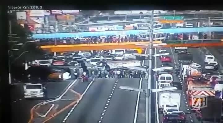 Acidente deixa seis feridos e bloqueia o trânsito na BR-116
