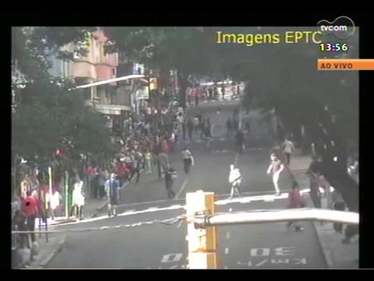 Plantão - Manifestantes contrários à Copa protestam no Centro. Veja vídeo