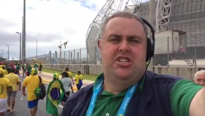 Gigante na Copa: Em clima de festa, torcedores brasileiros e mexicanos chegam ao Castelão