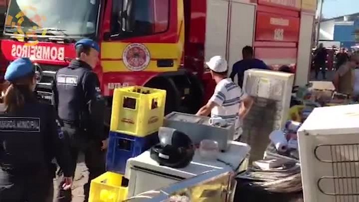 Incêndio destrói depósito em Balneário Camboriú