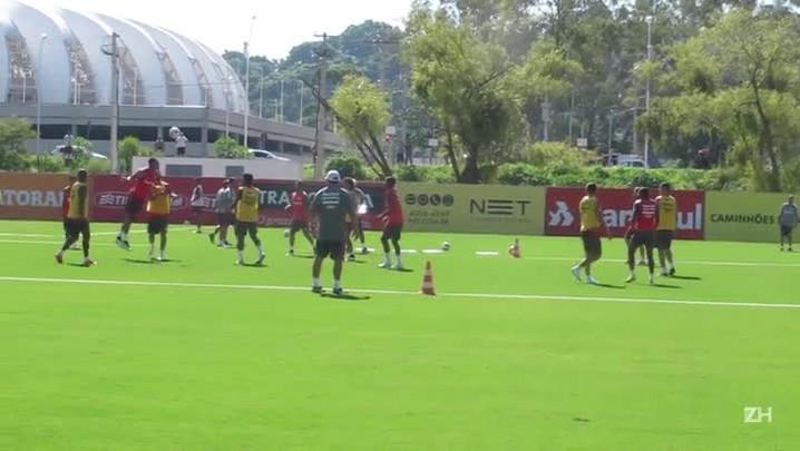 Em treino diferente, jogadores do Inter só podem cabecear