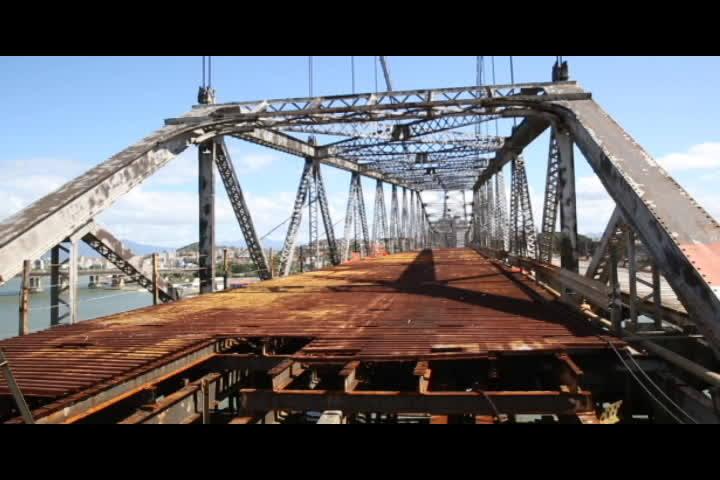 Empresa inicia obras da estrutura de sustentação na Ponte Hercílio Luz