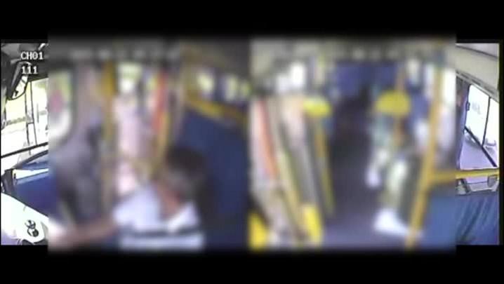 Veja imagens de assalto a lotação em Porto Alegre