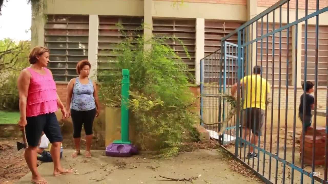 Mutirão da comunidade ajuda na recuperação de escola estadual de Porto Alegre