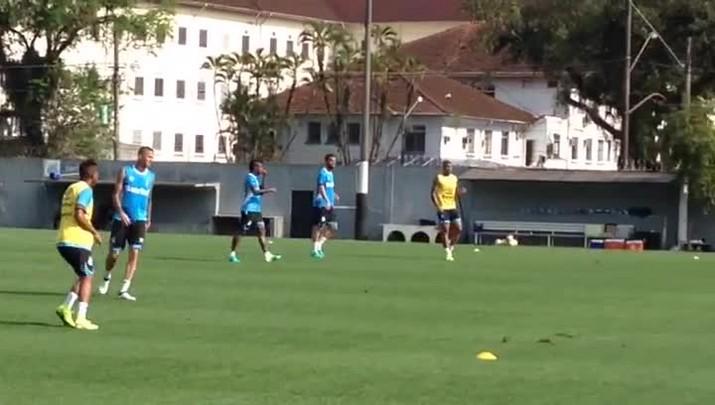 Titulares do Grêmio realizam treino técnico