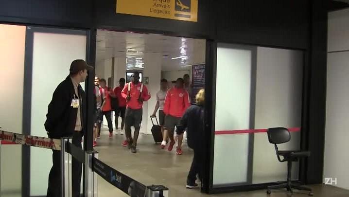 Após eliminação na Copa do Brasil, Inter desembarca em Porto Alegre