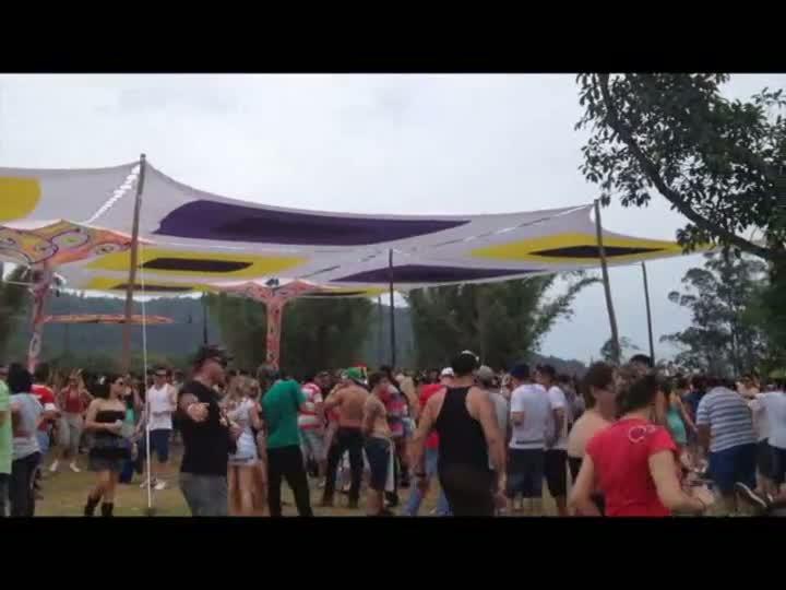 Polícia descobre fabricação caseira e venda de ecstasy em festa rave no Rio Grande do Sul. 28/10/2012