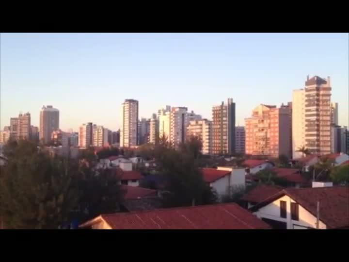 Tempo bom, sem nuvens e com pouco vento na véspera do Natal em Torres. 24/12/2012
