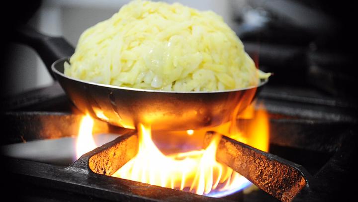 Receita de Leão Baio - Prato legeano feito com batatas, carne de ovelha e pinhão