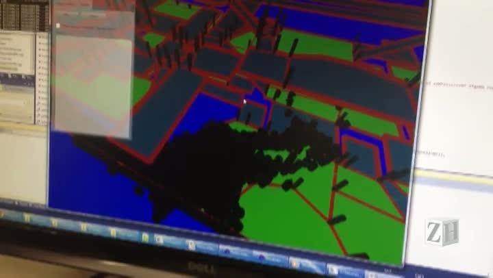 Professora mostra como é feita a simulação com ajuda do software CrowdSim